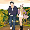 Nueva pareja en la carretera de vestir juego